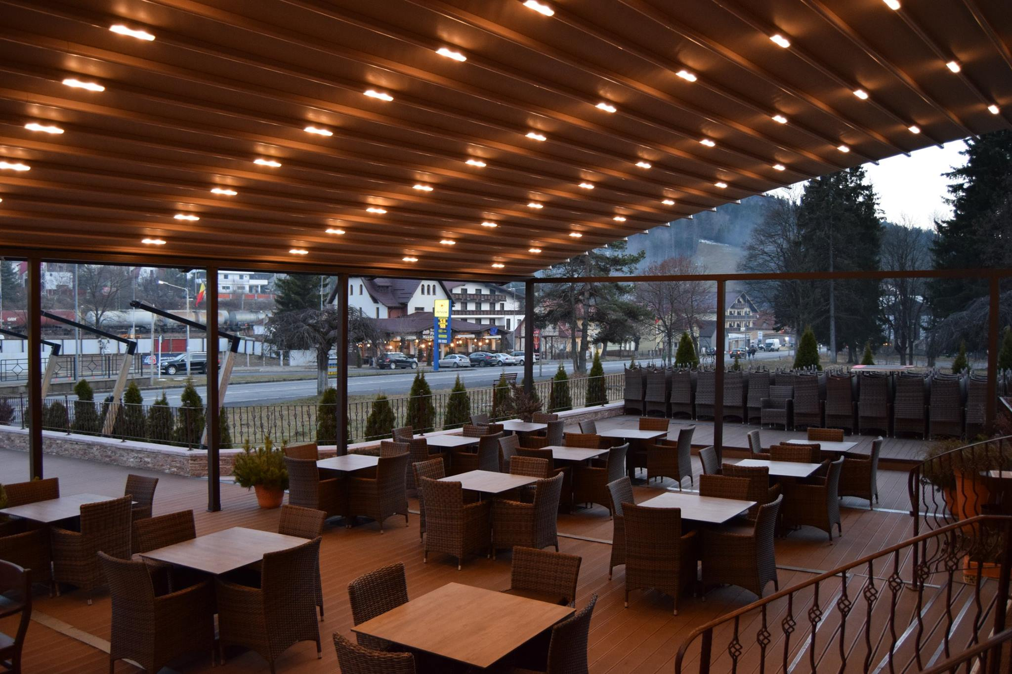 Pergola Cu Acoperis Retractabil Spline Pergole Elegante Pentru Terase De Restaurant Sun Leader Bestimo Ro