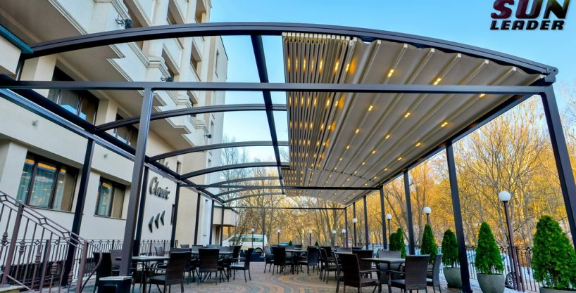 Pergole retractabile, inchideri din sticla, decking, sisteme de umbrire Zipscreen Sun Leader