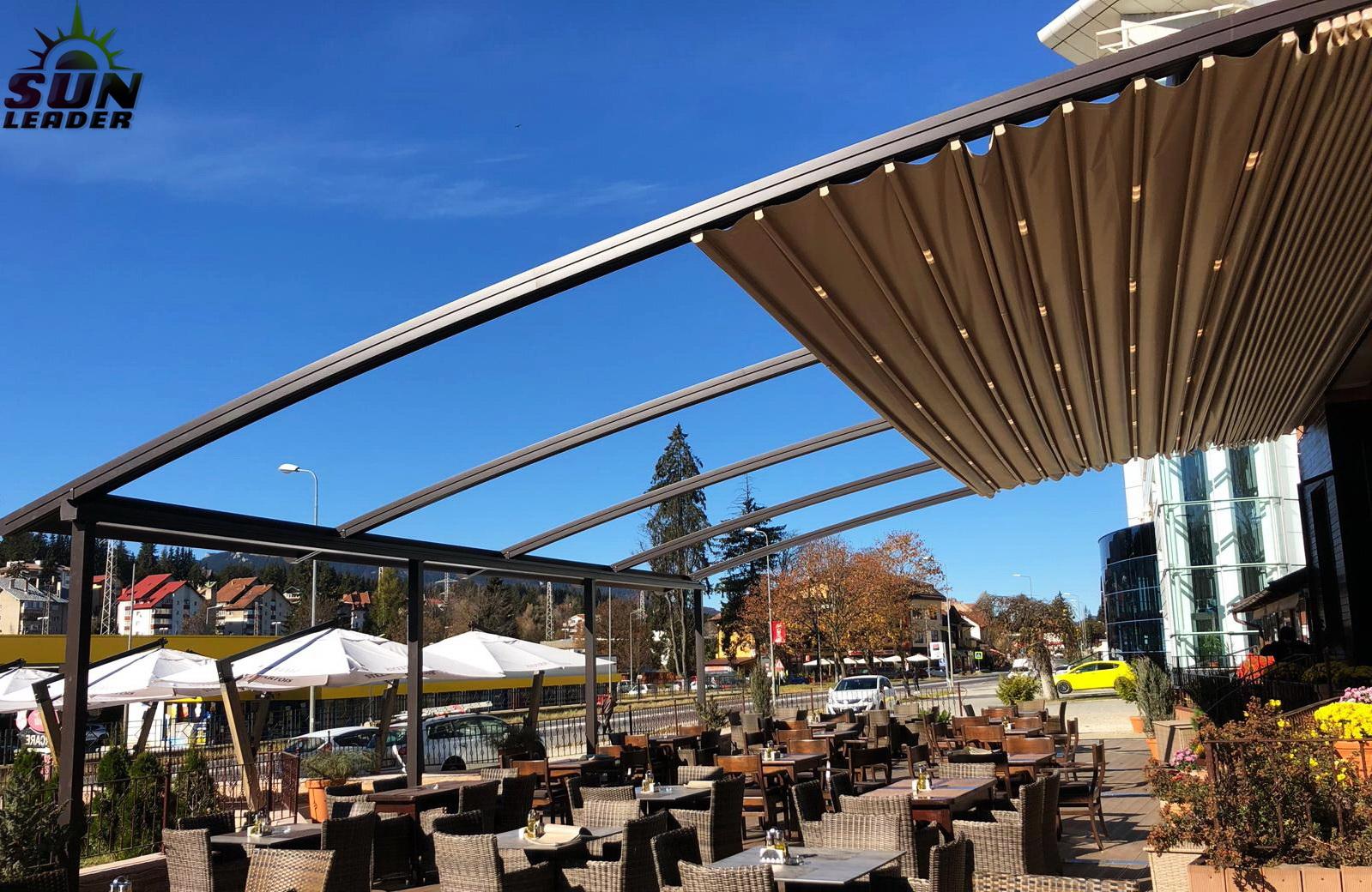 Pergola cu acoperis retractabil Spline, Pergole elegante pentru terase de restaurant. Sun Leader