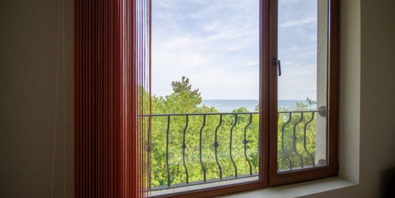 apartament-kavarna-paradise-vedere-geam