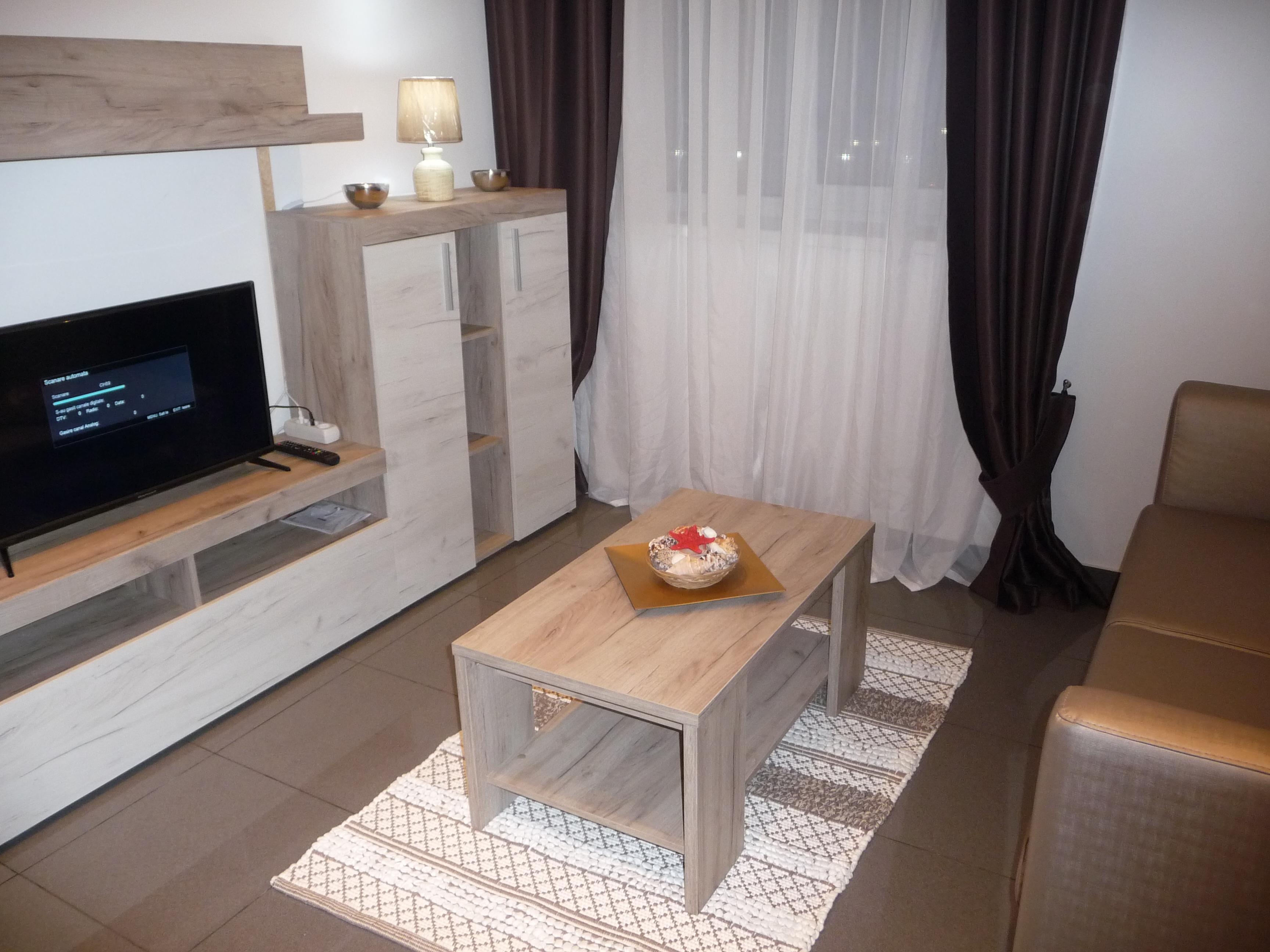 Proprietar inchiriez apartament Lux, Rin Residence, primii CHIRIASI