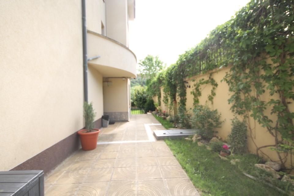 apartament-balchic-curte
